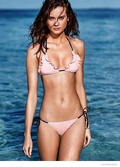 Bikini Babe in Beachwear 1