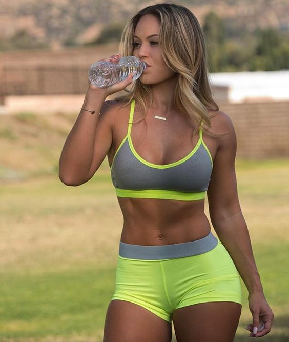 Sexy Fitness Model Tamra Dea